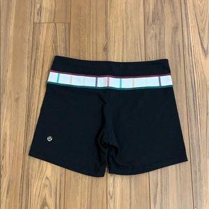 Lululemon Black & White Pattern Shorts size 6 EUC